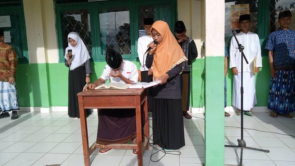 Lantunan Ayat Suci Al-Qur'an Pada Upacara Peringatan Hari Santri Nasional