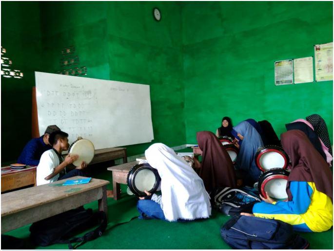 Anggota Rohis MAN 2 OKUS Pelajari Hadroh dan Lagu Islami