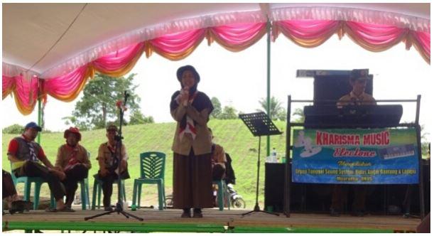Siswa MAN 2 OKUS Tampil Pada Perlombaan Puisi Perkemahan Kwarcab